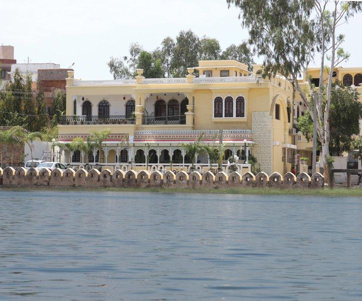 ホテル パンナ ヴィラズ パレス