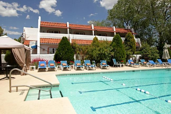厄爾尼諾雷伊旅舍飯店