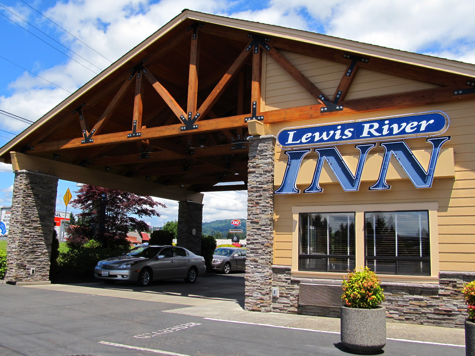Lewis River Inn