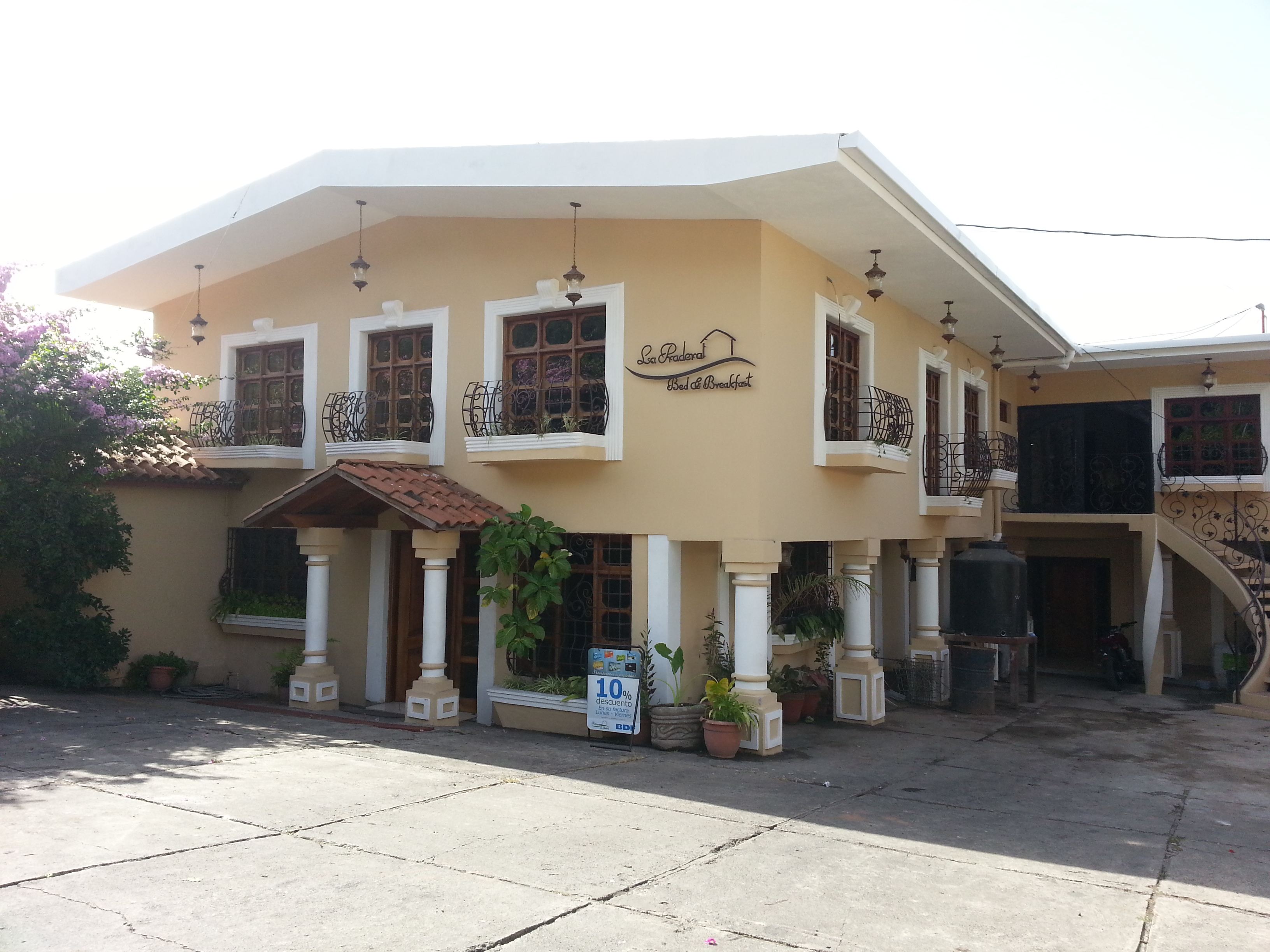 La Pradera Bed and Breakfast