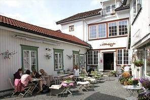 Bakgarden Café