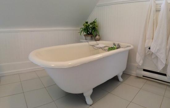 extra deep clawfoot tub. Grey Gables Inn Bed and Breakfast  UPDATED 2017 Prices B Reviews Pembroke Ontario TripAdvisor