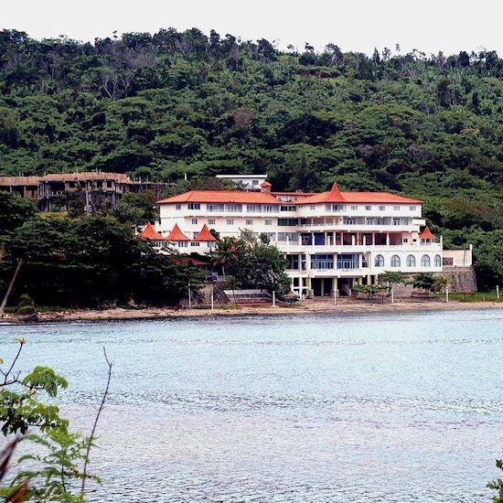 Robin's Bay Village & Beach Resort