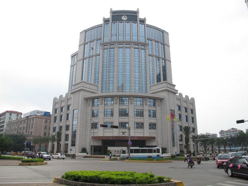 La Palazzo Hotel