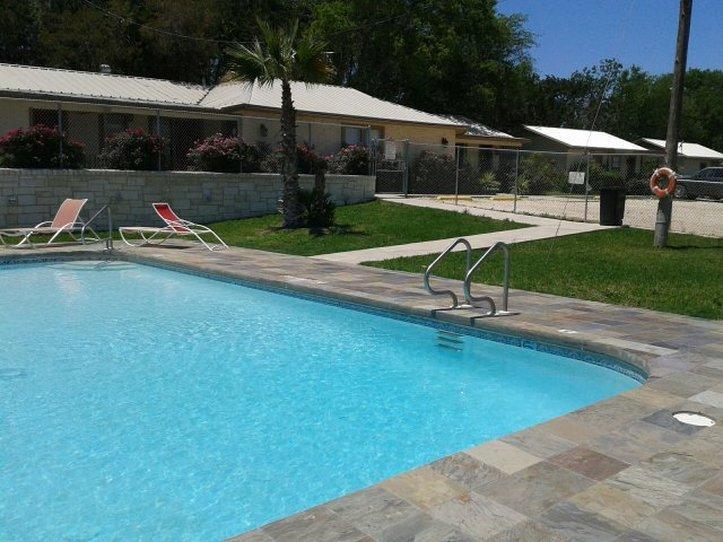 Bosque Resort Motel