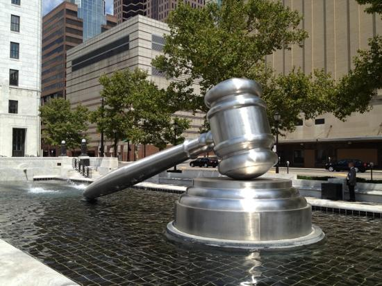‪World's Largest Gavel‬