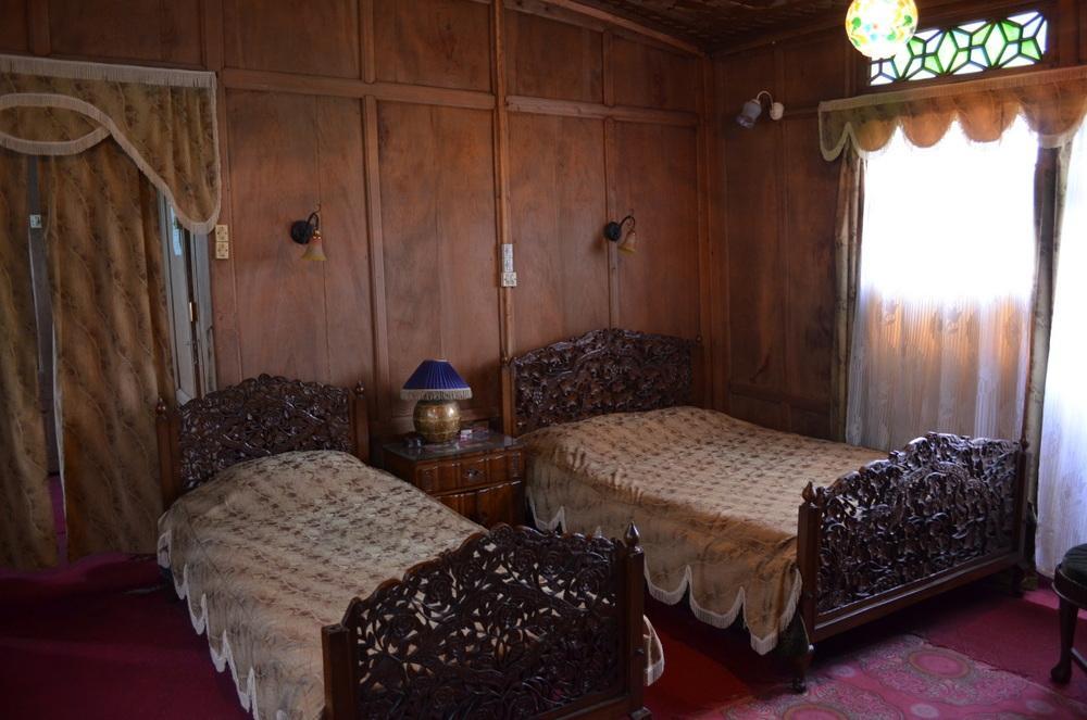 Aristotle Houseboat