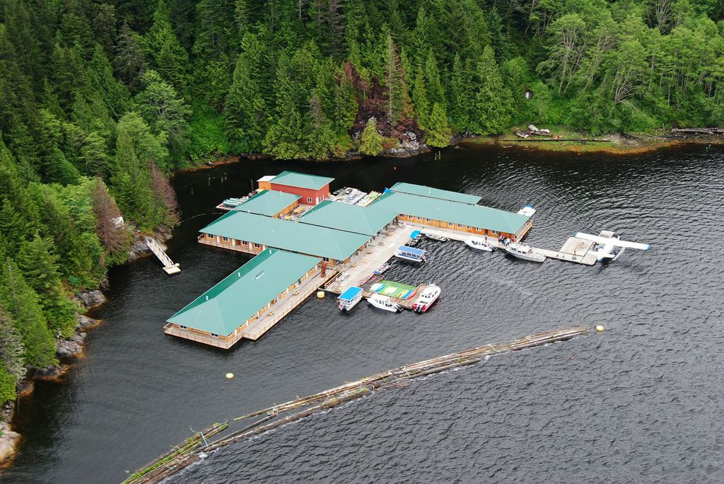 ‪Knight Inlet Lodge‬