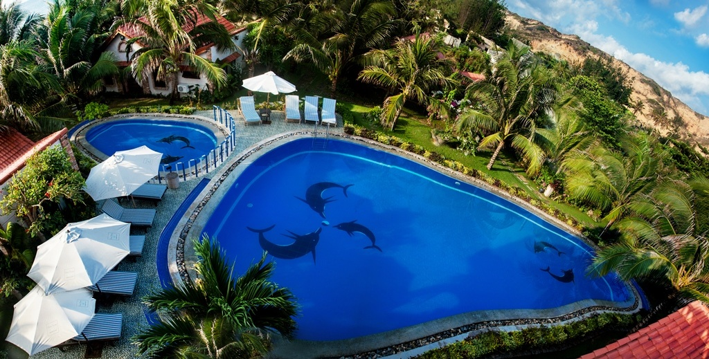Swimming pool (74607566)