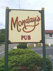 Monday's Pub