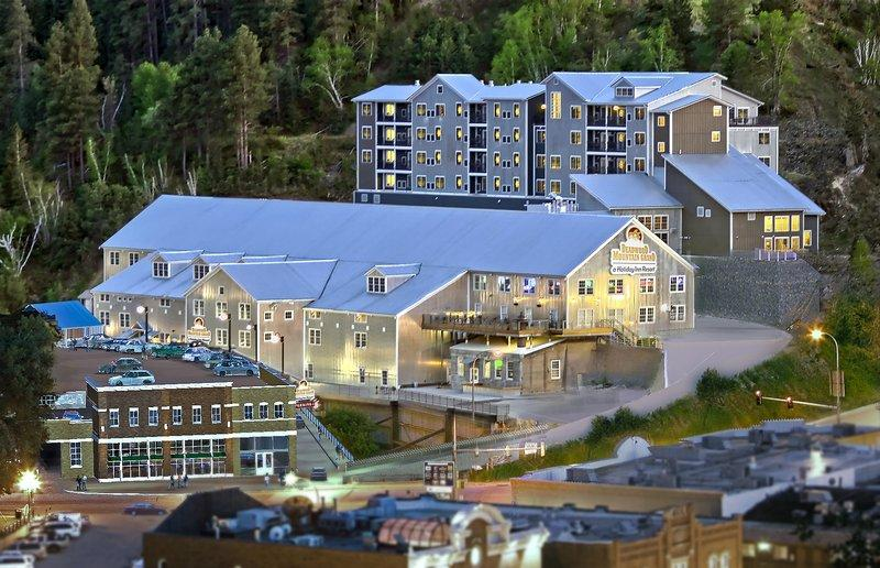 Deadwood Mountain Grand Hotel
