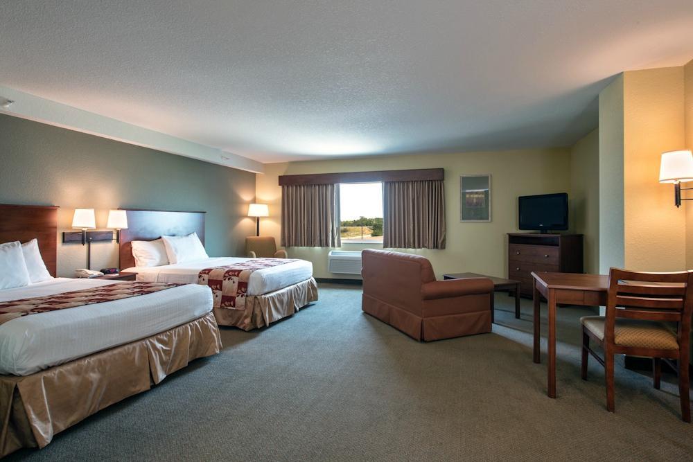 Newton (IA) United States  city photos gallery : AmericInn Lodge & Suites Newton IA UPDATED 2016 Hotel Reviews ...