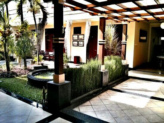 Fendi S Guest House Prices Reviews Malang Indonesia Tripadvisor