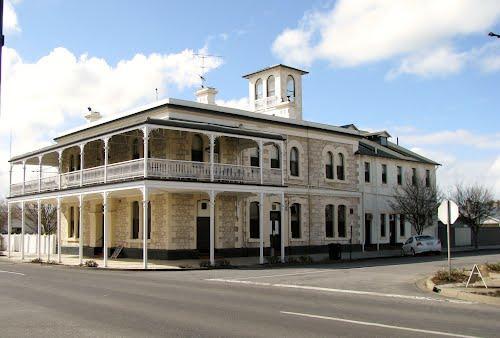 Heyward's Royal Oak Hotel