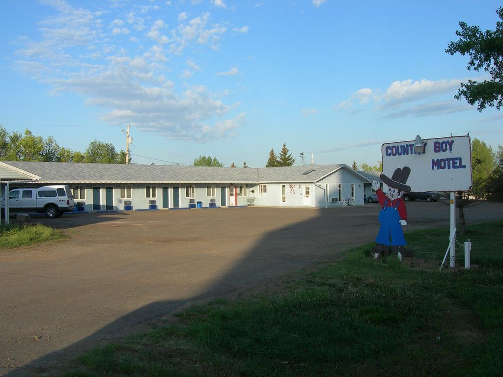 Coronach Country Boy Motel