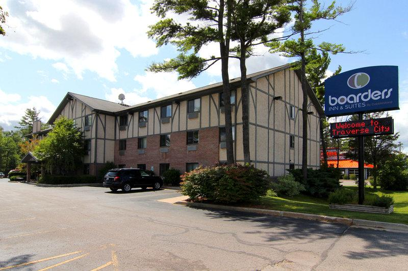 ‪Boarders Inn and Suites Traverse City, MI‬