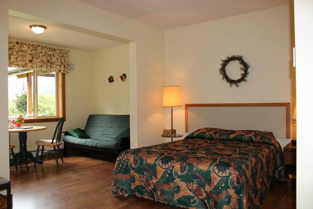 Kiwi Cove Lodge Updated 2017 Reviews Photos Amp Price Comparison Ladysmith British Columbia
