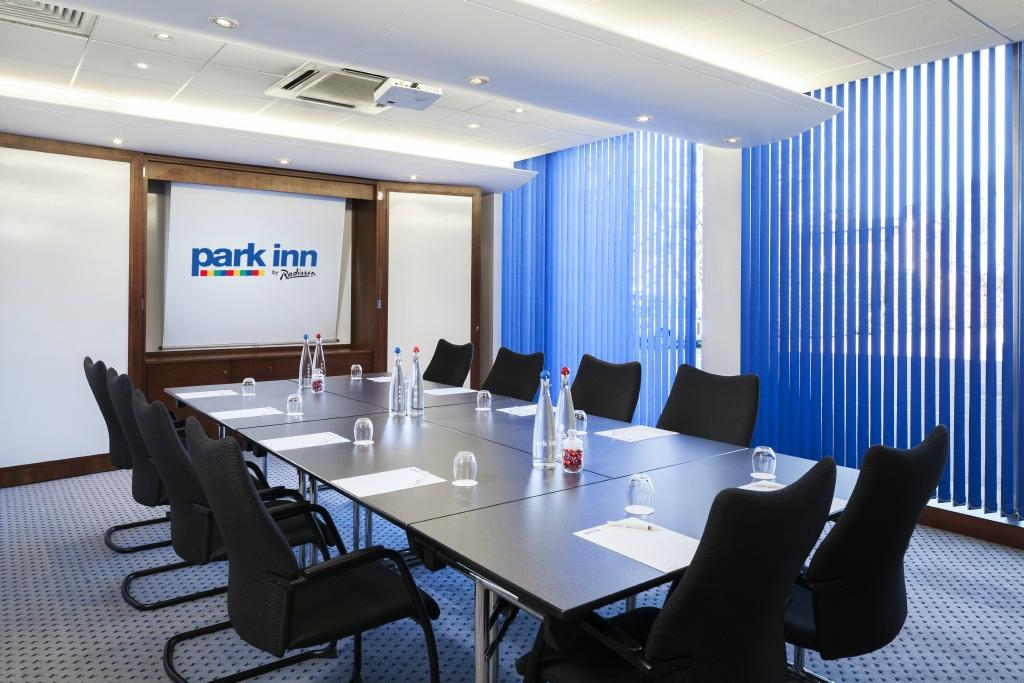 Park inn by radisson northampton updated 2018 hotel for Dining room northampton