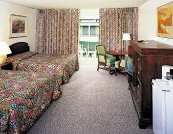 安納罕廣場套房酒店