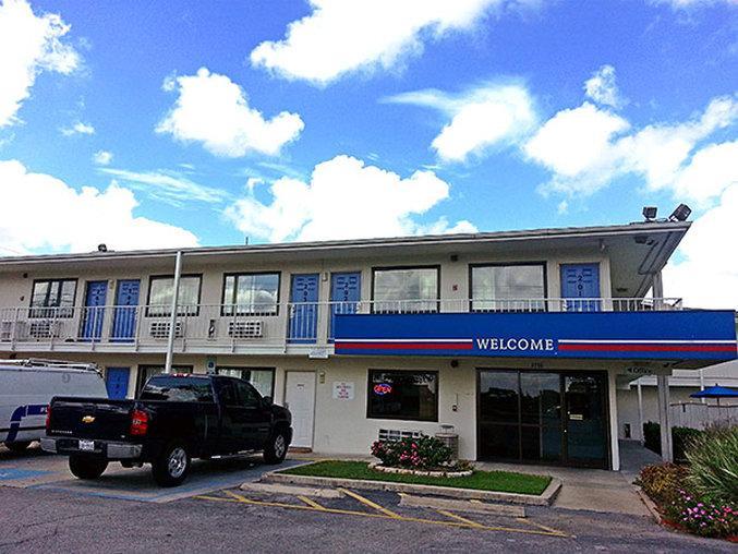 Motel 6 Victoria
