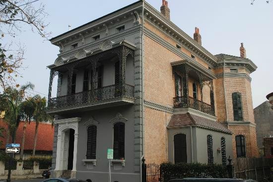 Lanaux Mansion
