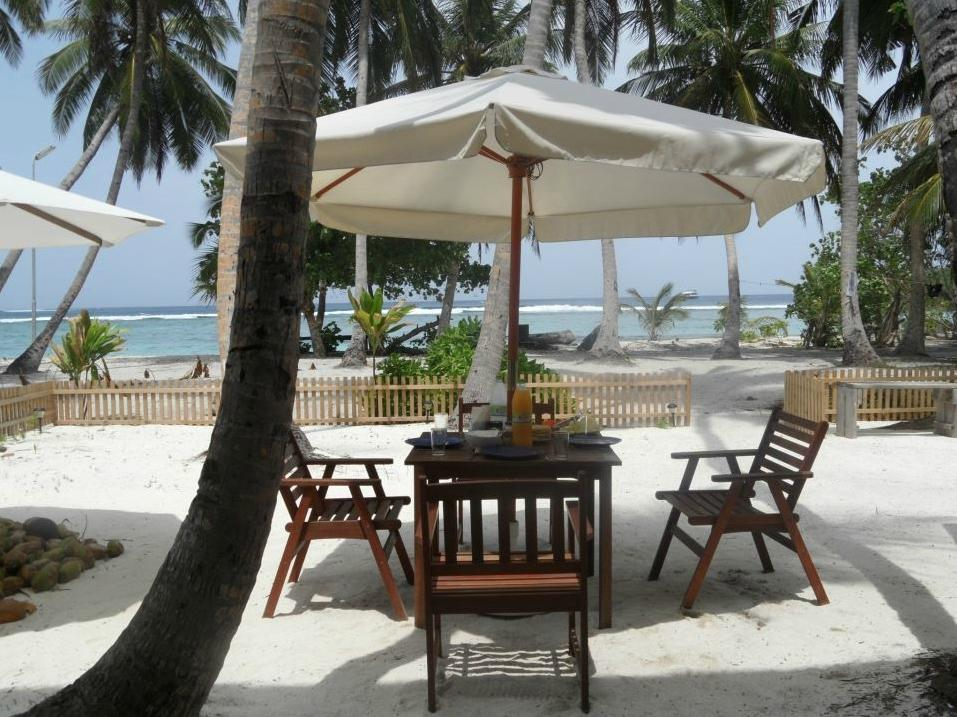 Thulusdhoo Surf Camp