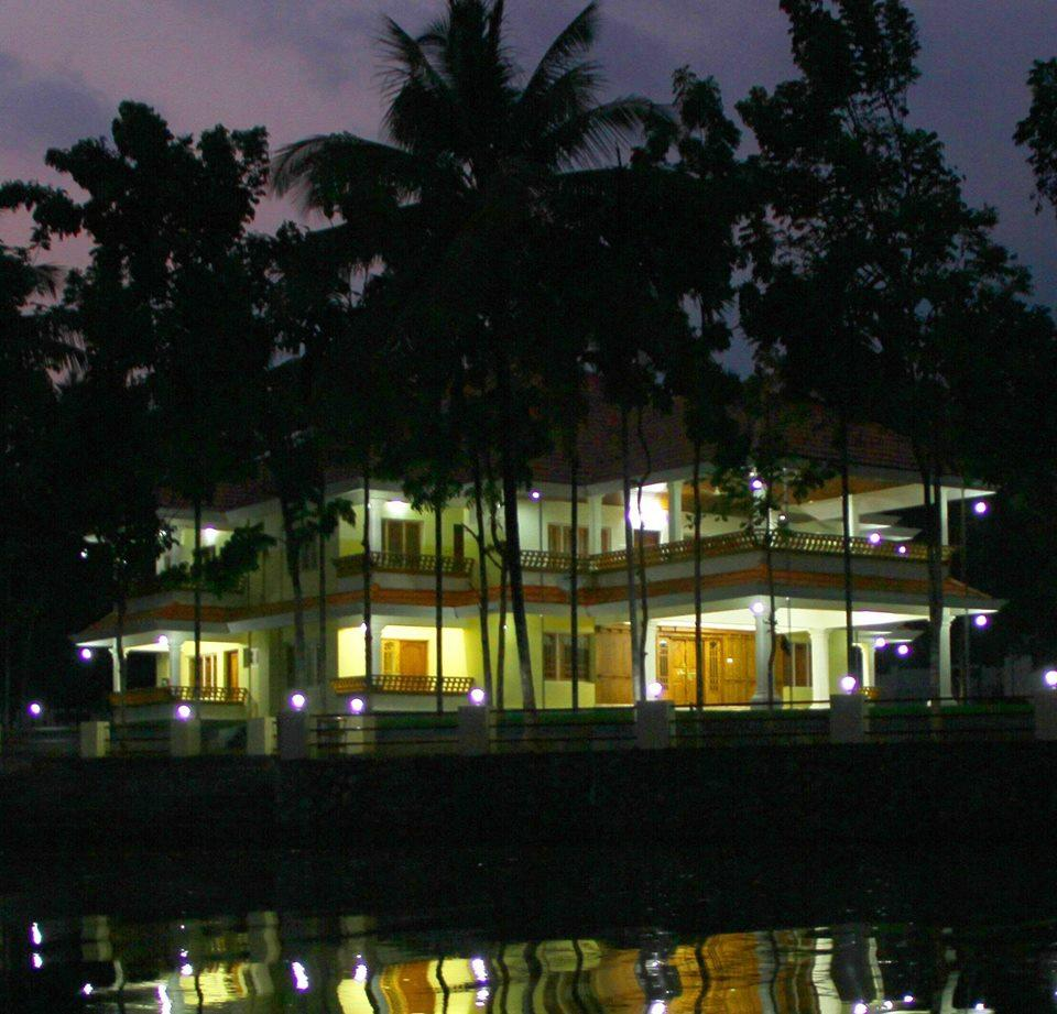 Kothamangalam India  city photos : Dollar Bird Lake Retreat Kothamangalam, India Guest house Reviews ...
