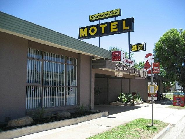 ‪Sanctuary Park Motel‬