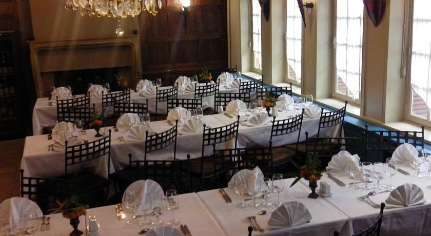 Restaurant La Tablee Medievale Dans Civrieux D 39 Azergues Avec Cuisine Fran Aise