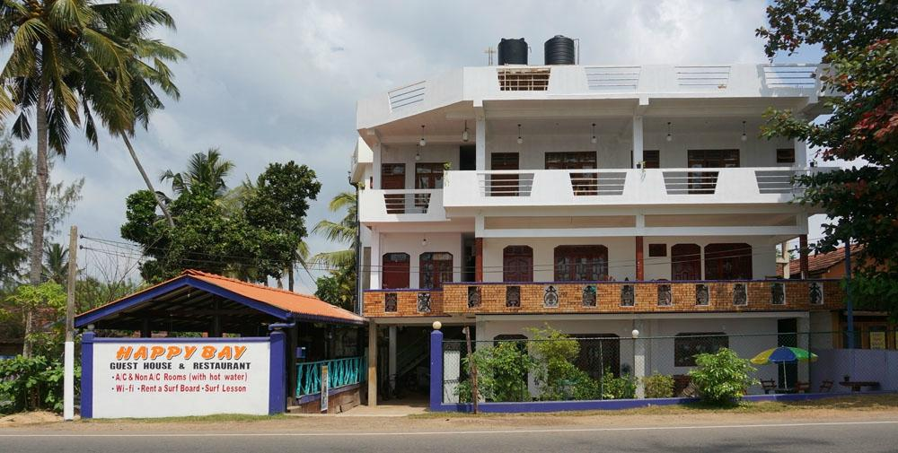 Happy Bay Guesthouse & Restaurant
