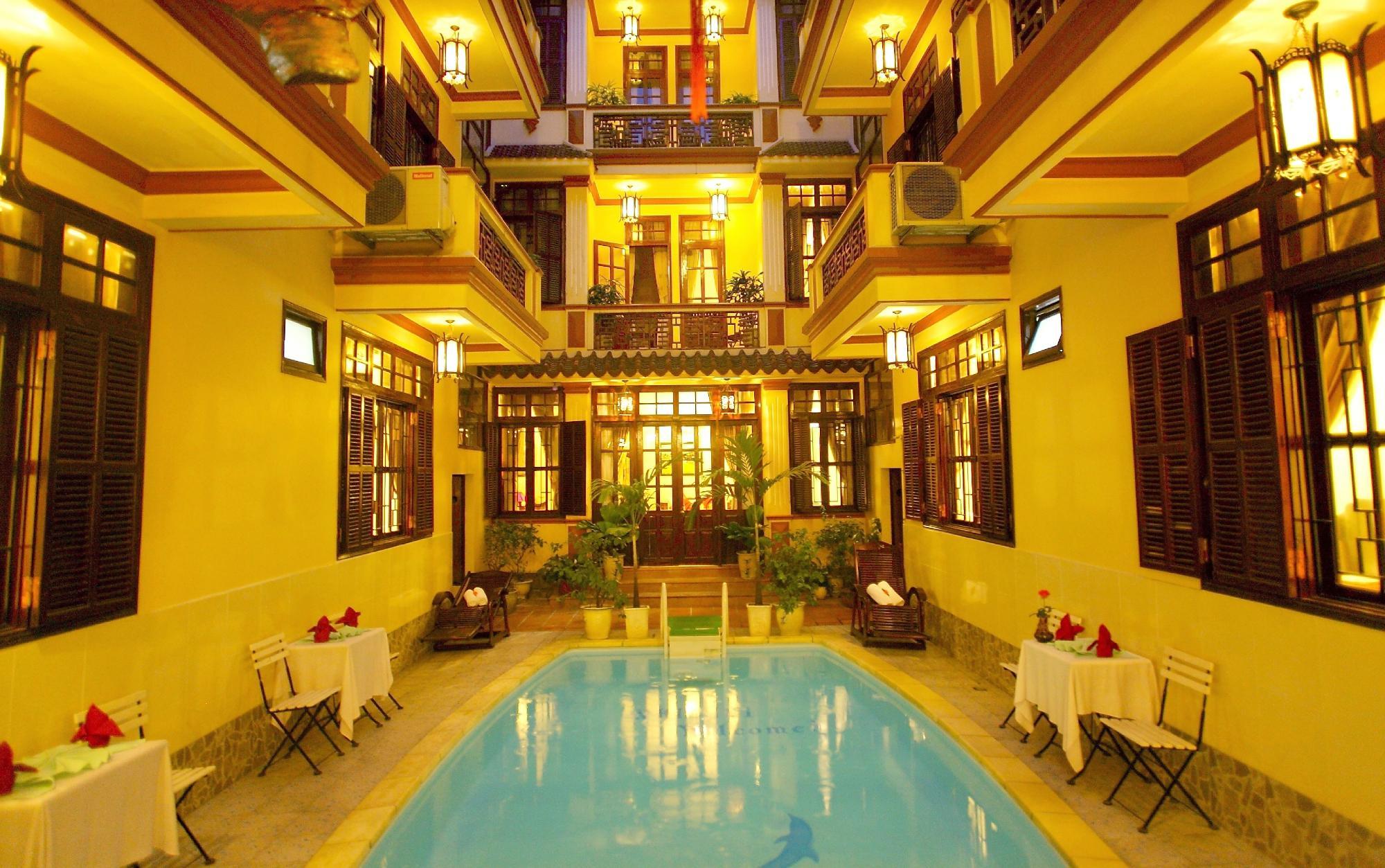 Nhi Nhi Hotel
