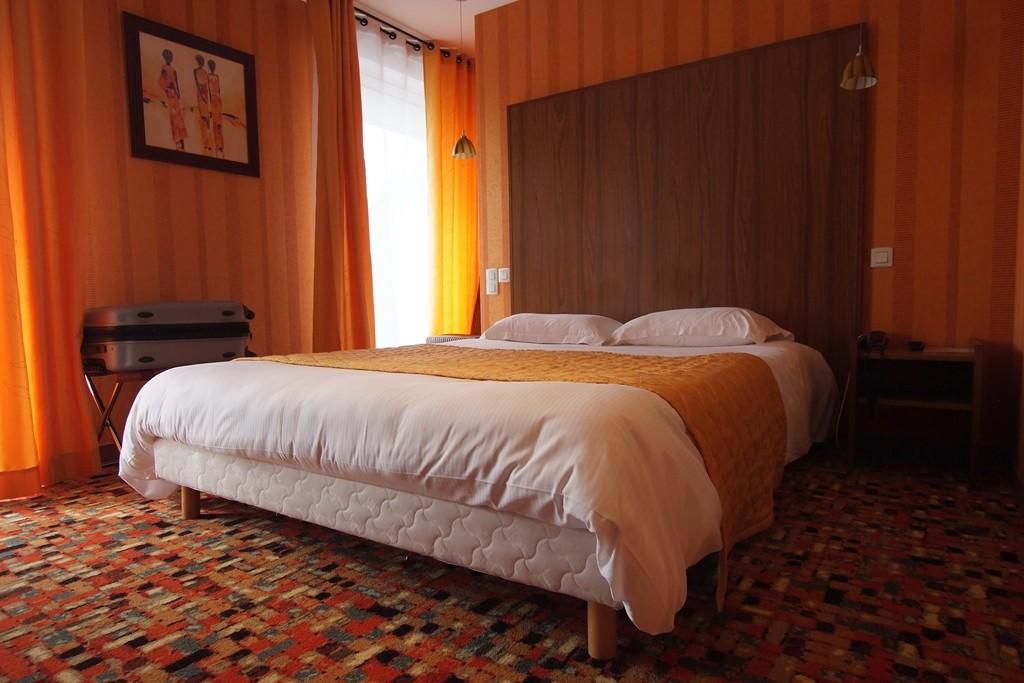 Le privilege hotel saint didier france voir les for Chambre indienne