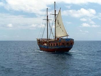 ‪Timanfaya Pirate Boat‬