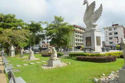 Lin's Swan Garden