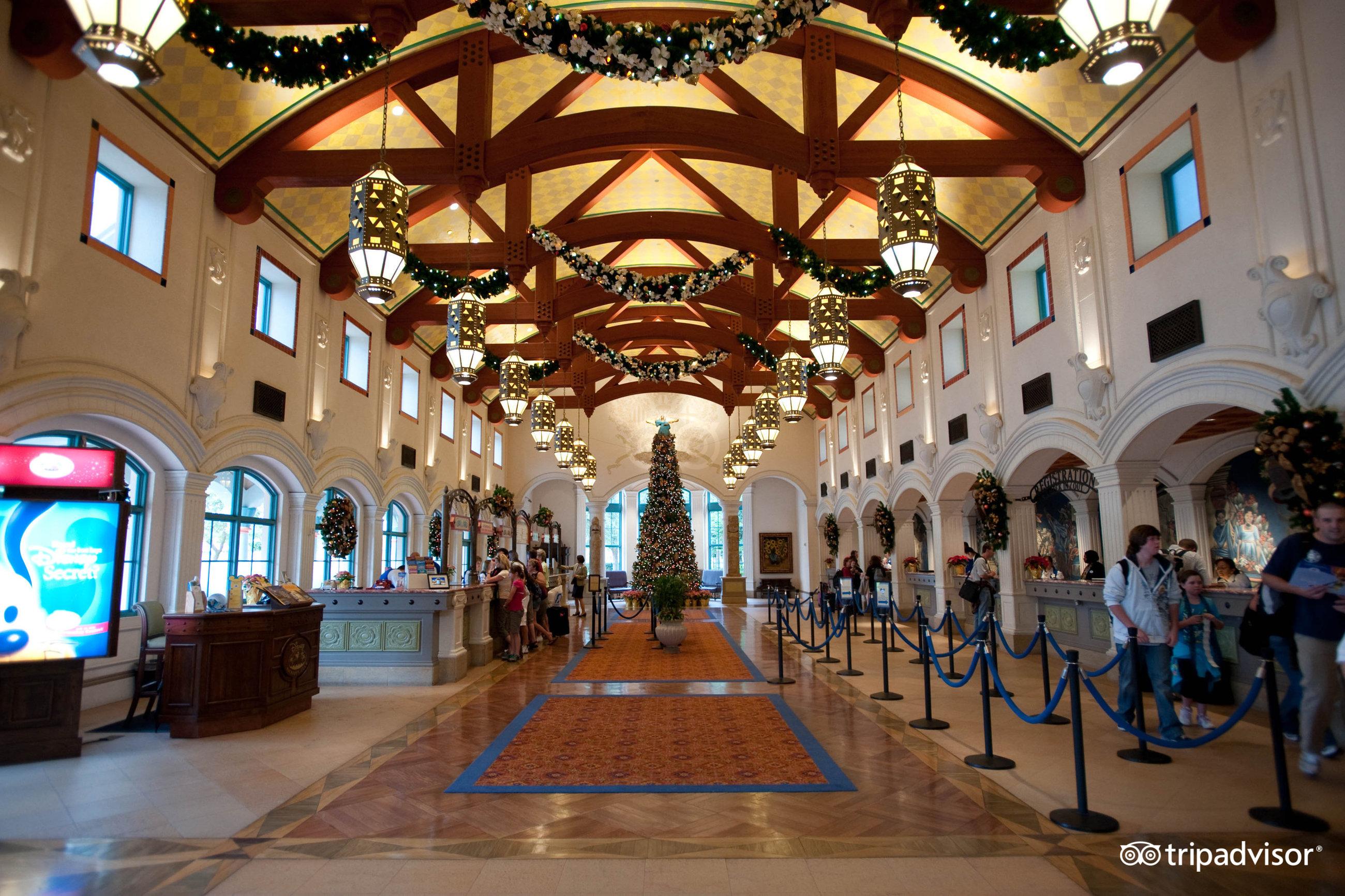 Disneys Coronado Springs Resort Room Prices : lobby v660715 from www.familyvacationcritic.com size 2600 x 1733 jpeg 973kB