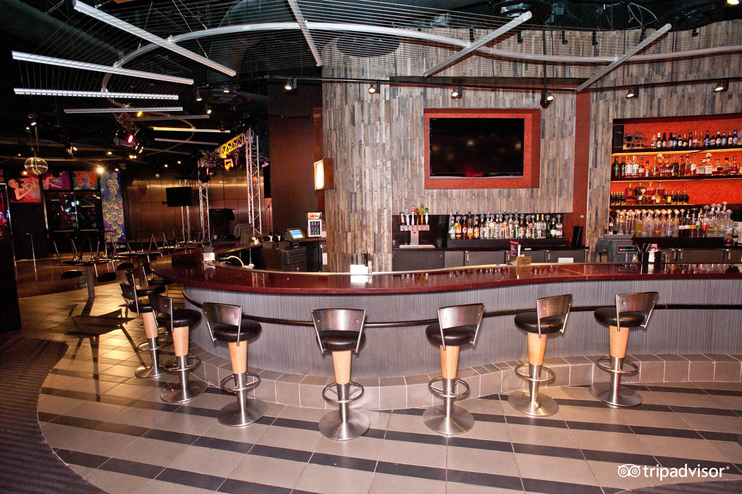 Isleta casino pool hours