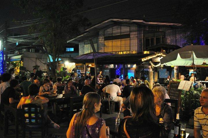 Street lamp bar restaurant ayutthaya restaurant for Ayutthaya thai cuisine bar