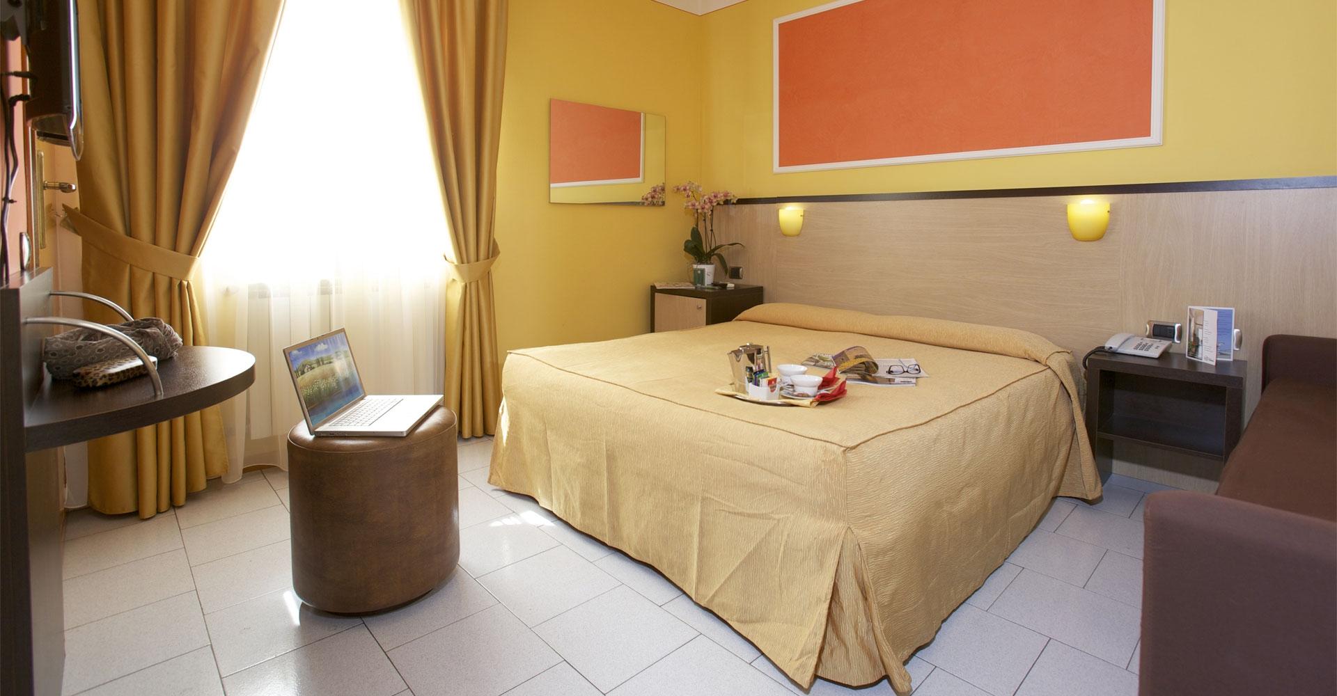蒂雷尼亞酒店