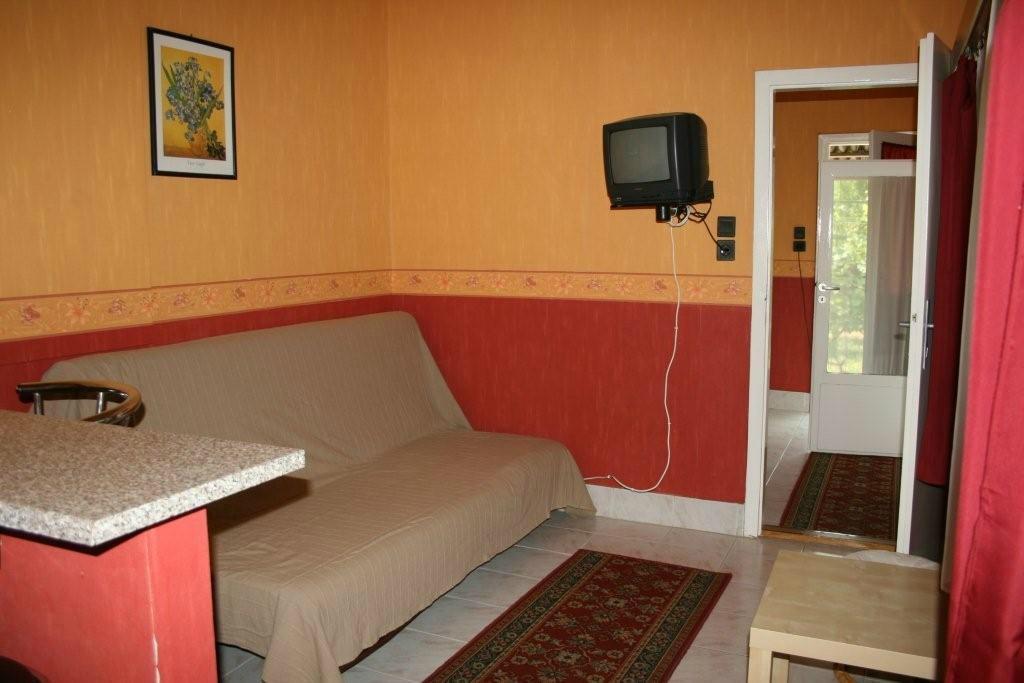 Doris Apartments
