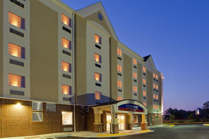 馬納薩斯燭木套房酒店