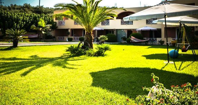 Remezzo Apartments & Studios