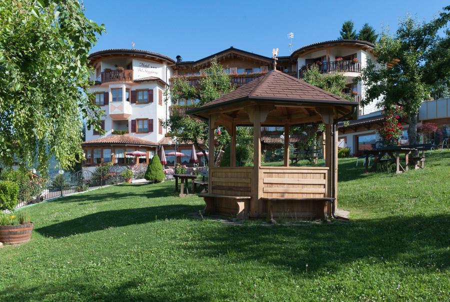 Blumenhotel Belsoggiorno (Malosco, Italy) - Hotel Reviews + Photos ...
