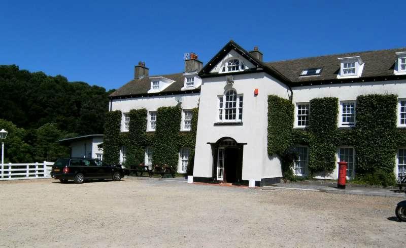 Llwyngwair Manor