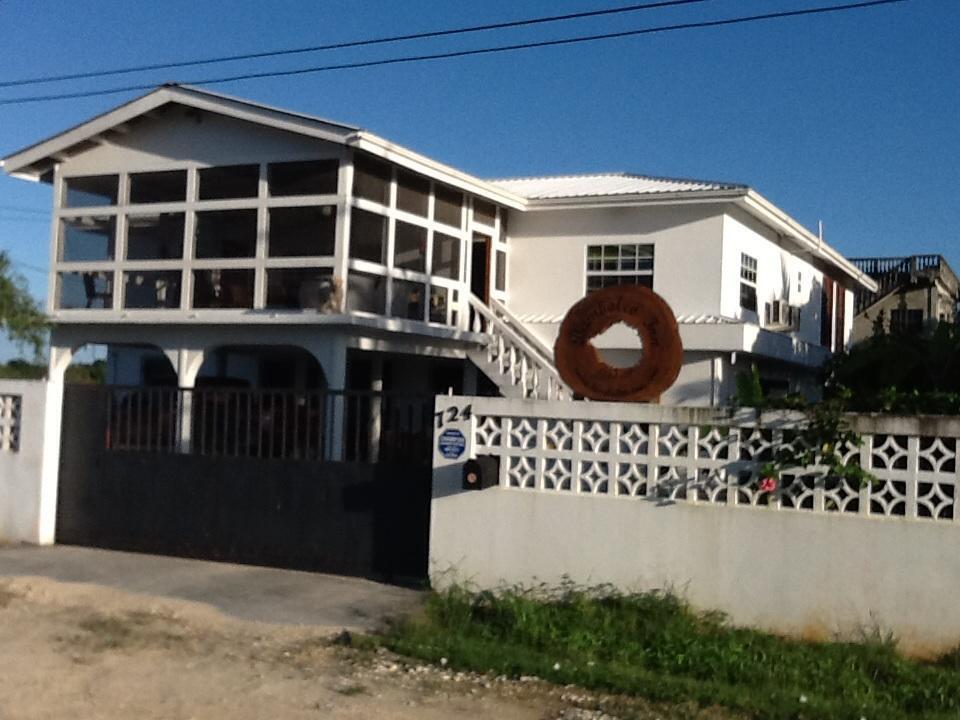 Bamboleo Inn