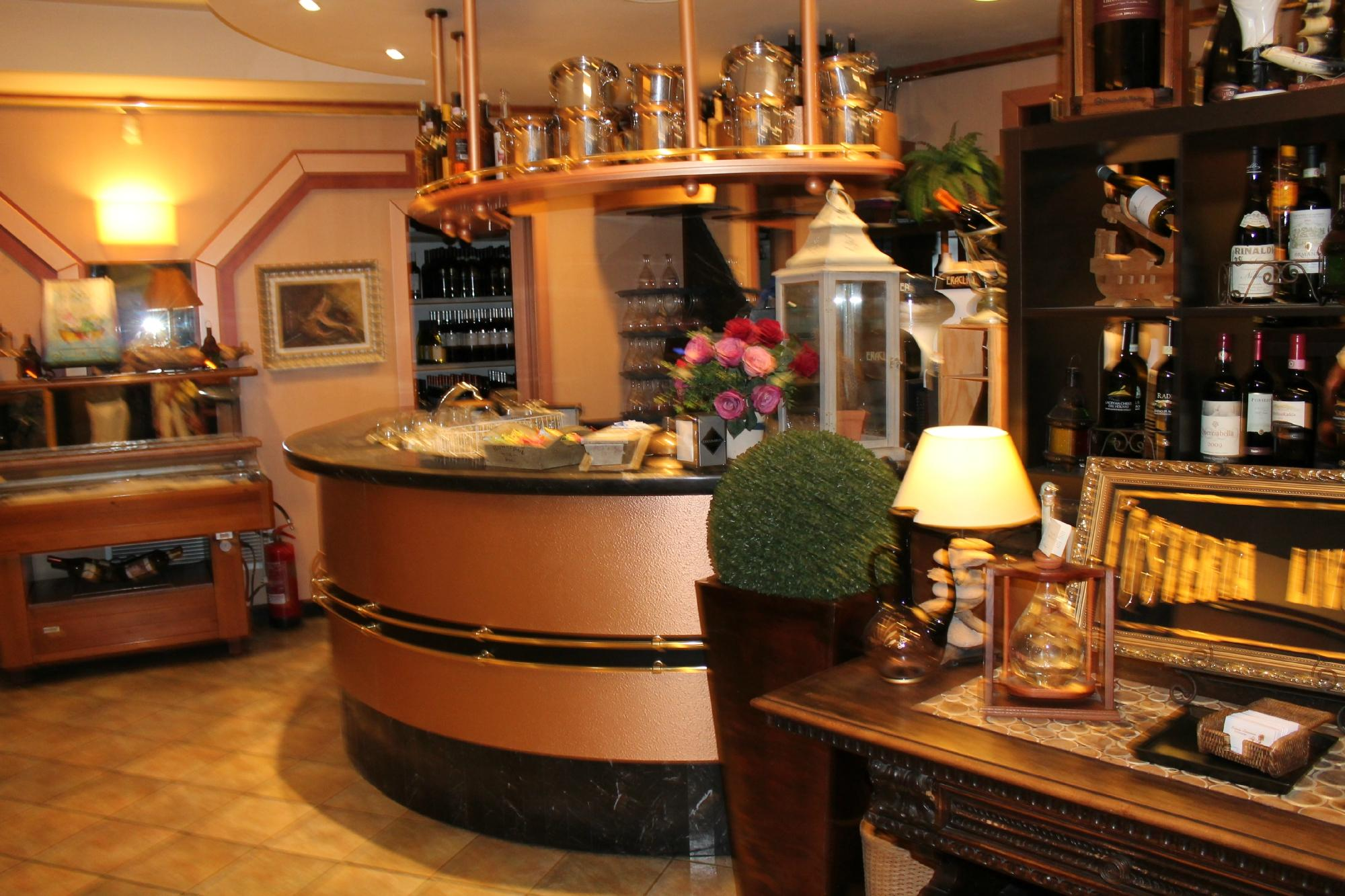 Things To Do in Tuscan, Restaurants in Tuscan
