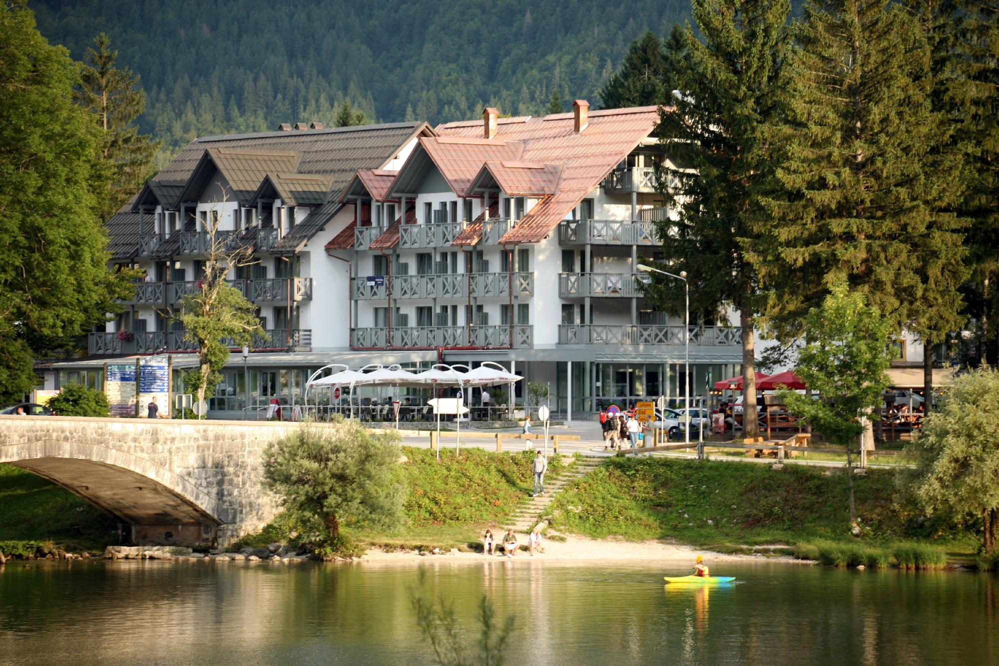 Jezero Hotel