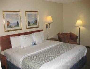 Baymont Inn & Suites Detroit Airport/Romulus