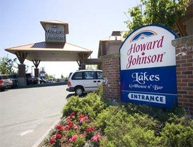 Howard Johnson Hotel and Suites Victoria Elk Lake