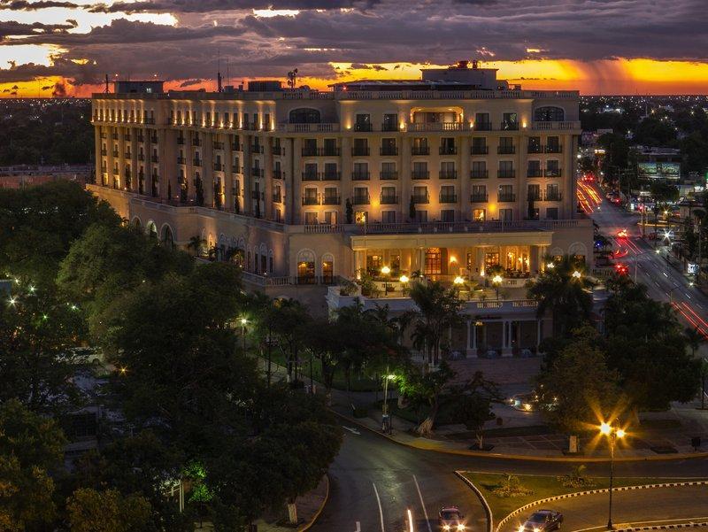 梅里达美洲庆典酒店