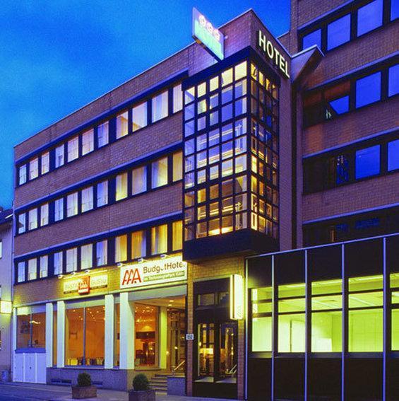 Select AAA Budget Hotel